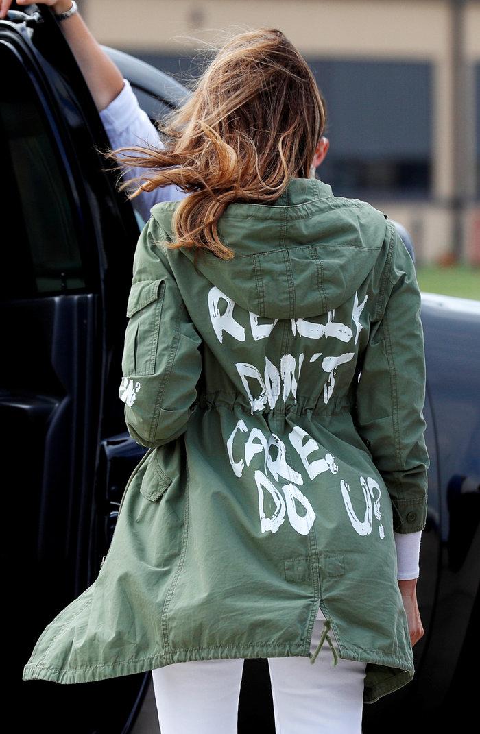 """Σάλος στις ΗΠΑ με το """"κρυφό μήνυμα"""" στο μπουφάν της Μελάνια Τραμπ - εικόνα 2"""