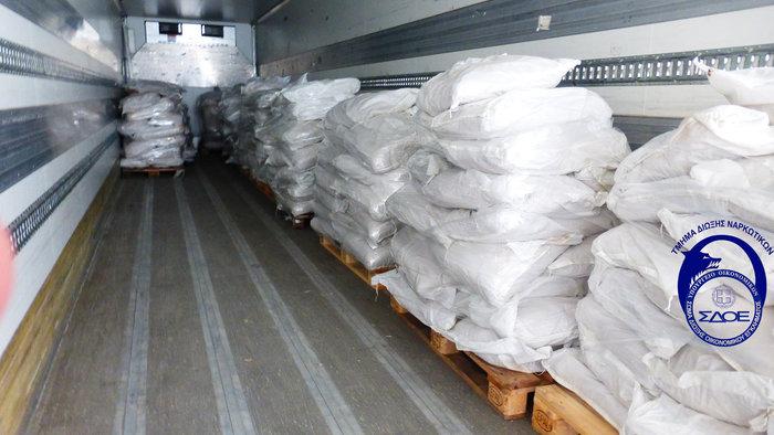 Διεθνές κύκλωμα με πρώτη ύλη για την παρασκευή ναρκωτικών αποκάλυψε το ΣΔΟΕ