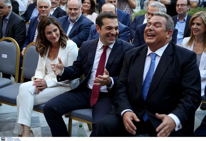 Η κόκκινη γραβάτα του πρωθυπουργού - Φωτογραφίες - εικόνα 6