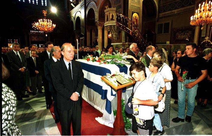 Την σορό του Α.Γ.Παπανδρέου προσκύνησε ο Πρωθυπουργός Κ.Σημίτης όπου και συλλυπήθηκε και την οικογένεια του. Τον Πρωθυπουργό συνόδευσε σύσσωμο το Υπουργικό Συμβούλιο.