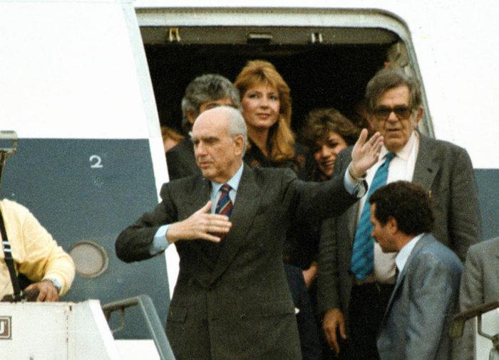 Από την επιστροφή του Α. Παπανδρέου από το Λονδίνο τον Οκτωβριο του 1987 οπου υπεβλήθη σε εγχείρηση καρδιάς στο Χέρφιλντ © ΑΠΕ/ΜΠΕ