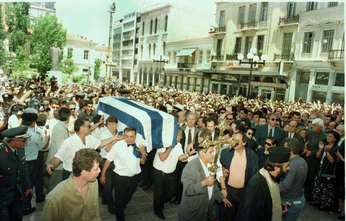 Η πάνδημη κηδεία του © ΑΠΕ/ΜΠΕ