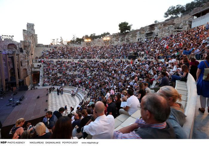 To απολαυστικό σόου του Στινγκ μάγεψε τους θεατές στο Ηρώδειο