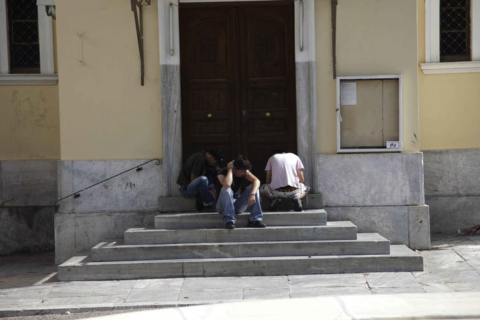 Ναρκωτικά, ξύλο και μαχαιρώματα στο κέντρο της Αθήνας