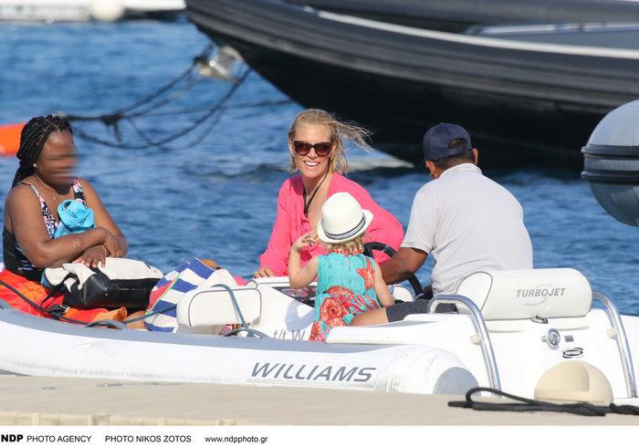 Βίκυ Καγιά: Στην παραλία με άψογο κορμί και την υπέροχη κόρη της [Εικόνες] - εικόνα 5