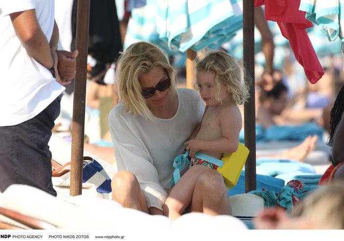Βίκυ Καγιά: Στην παραλία με άψογο κορμί και την υπέροχη κόρη της [Εικόνες] - εικόνα 6