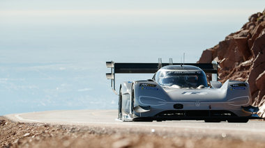 to-vw-id-r-pikespeak-egrapse-istoria-stin-pio-diasimi-anabasi