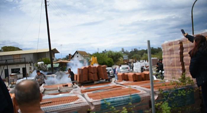 Κέρκυρα: Συμπλοκές κατοίκων - ΜΑΤ στη Λευκίμμη, 2 τραυματίες