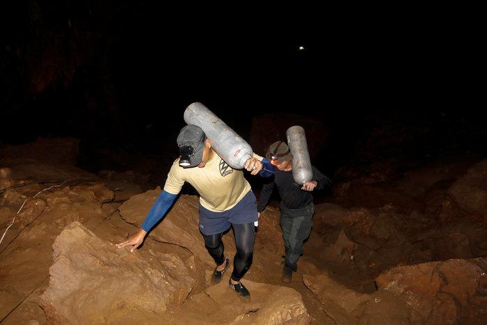 Παιδική ποδοσφαιρική ομάδα εγκλωβίστηκε σε σπηλιά στην Ταϊλάνδη - εικόνα 3