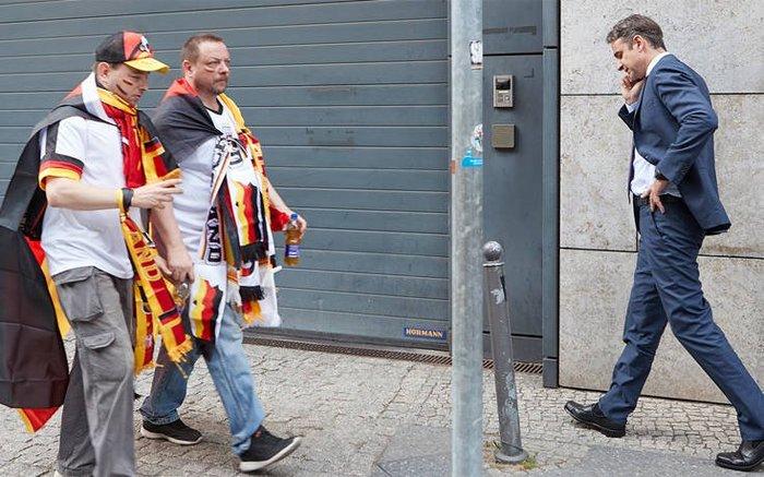 Ο Μητσοτάκης στο Βερολίνο: Μουντιάλ και μπύρα (φωτό) - εικόνα 2