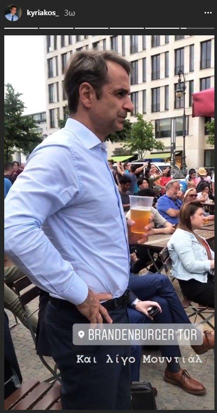 Ο Μητσοτάκης στο Βερολίνο: Μουντιάλ και μπύρα (φωτό) - εικόνα 3