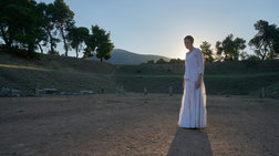 H Στεφανία Γουλιώτη παρουσιάζει τις Ευμενίδες το ξημέρωμα