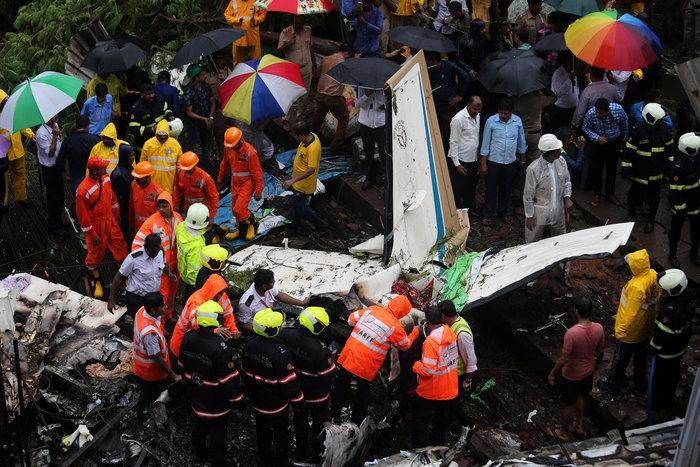 Τουλάχιστον πέντε νεκροί σε πτώση κυβερνητικού αεροπλάνου στην Ινδία (vid) - εικόνα 2