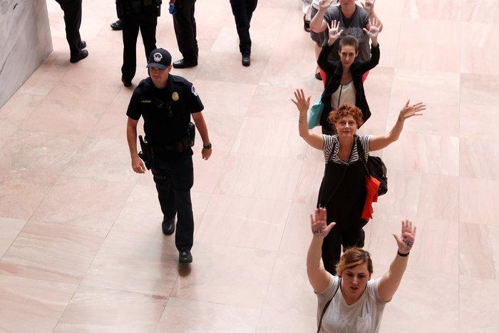 Συνελήφθη η Σούζαν Σάραντον σε πορεία κατά του Τραμπ -φωτό