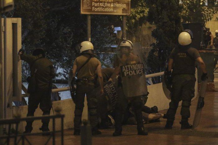 Επεισόδια σε Αθήνα και Θεσσαλονίκη για το «Μακεδονικό»-Βίντεο - εικόνα 2