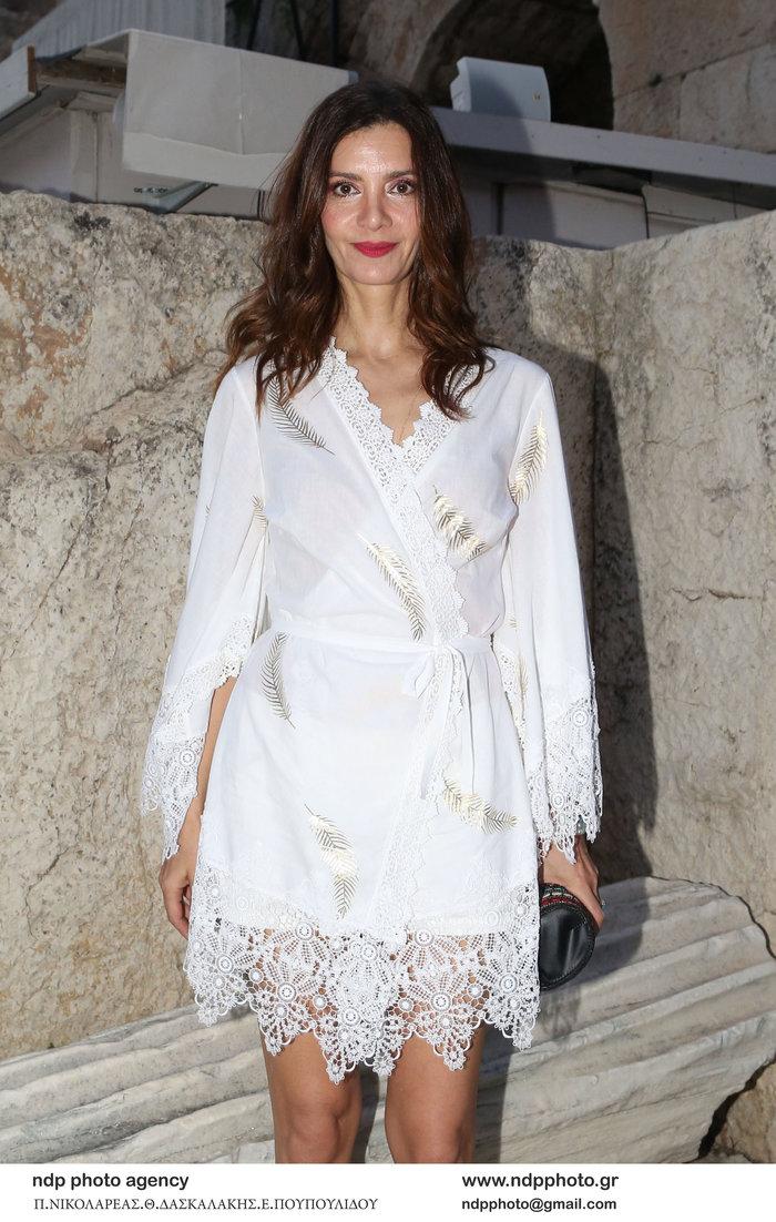Κατερίνα Λέχου: Κομψή εμφάνιση στα λευκά στο Ηρώδειο
