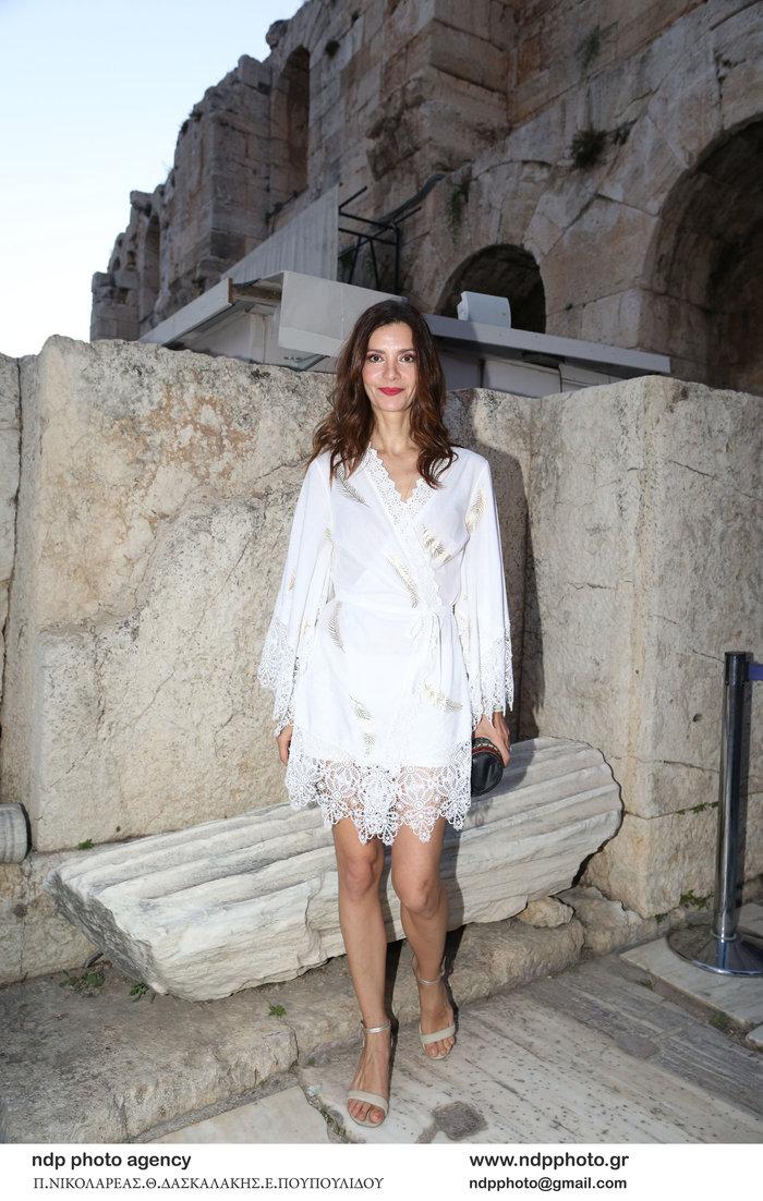 Κατερίνα Λέχου: Κομψή εμφάνιση στα λευκά στο Ηρώδειο - εικόνα 2