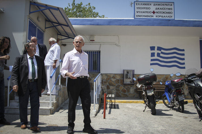 Αποφυλακίστηκε ο Άκης Τσοχατζόπουλος - Οι πρώτες εικόνες - εικόνα 2