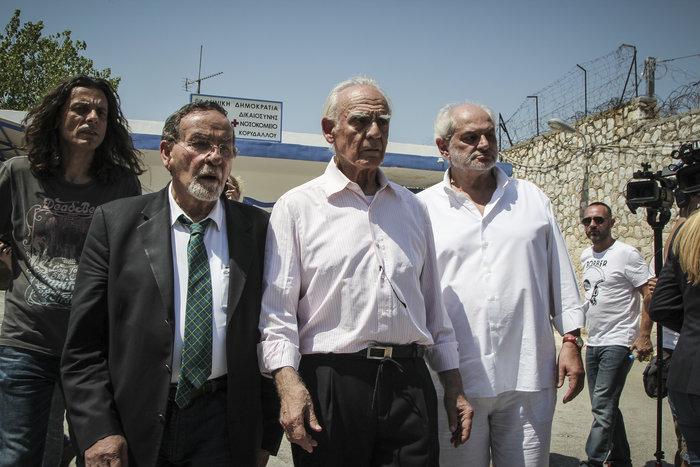 Αποφυλακίστηκε ο Άκης Τσοχατζόπουλος - Οι πρώτες εικόνες - εικόνα 4