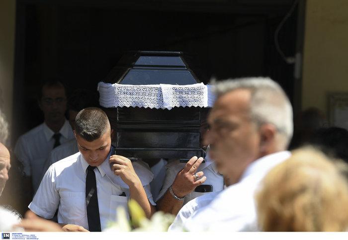 Το τελευταίο αντίο στην Τζ. Παπουτσή-Πλήθος κόσμου & θρήνος στην κηδεία της - εικόνα 3