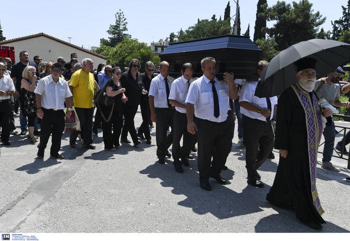 Το τελευταίο αντίο στην Τζ. Παπουτσή-Πλήθος κόσμου & θρήνος στην κηδεία της - εικόνα 2