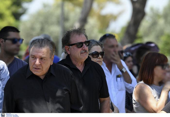Το τελευταίο αντίο στην Τζ. Παπουτσή-Πλήθος κόσμου & θρήνος στην κηδεία της - εικόνα 7