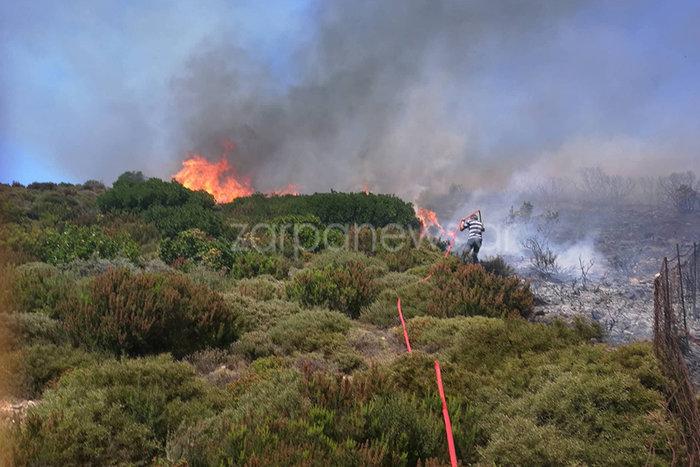 Σε εξέλιξη μεγάλη πυρκαγιά στα Χανιά κοντά σε οικισμό - εικόνα 2