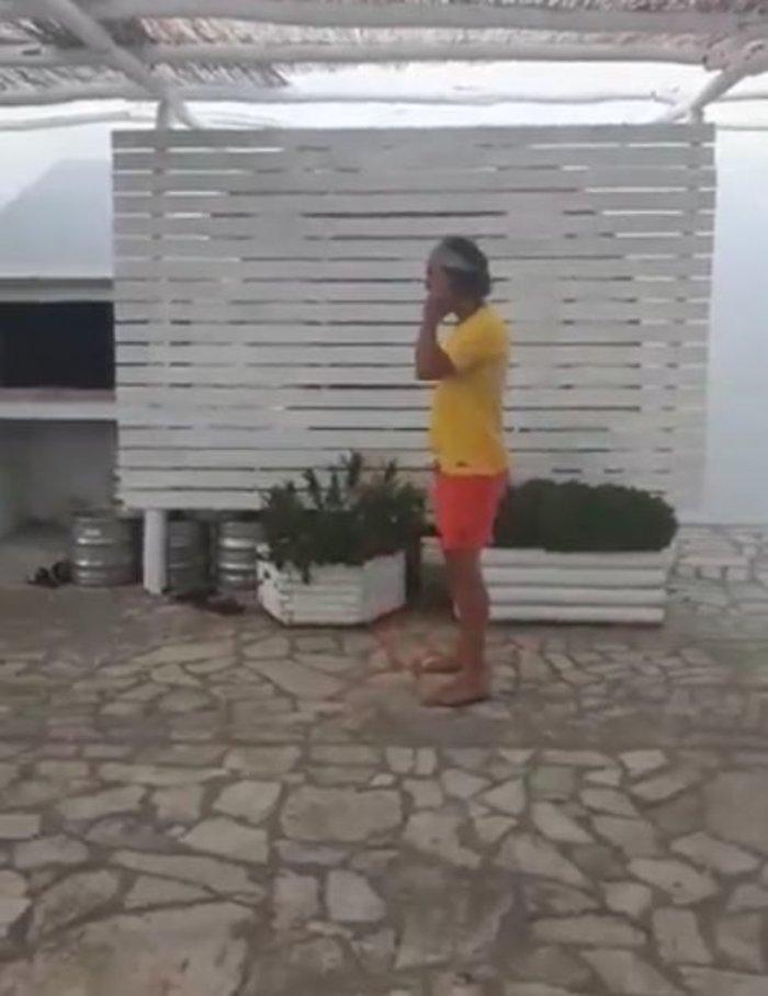Κι όμως, ΜακΚόναχι και Χάρελσον παίζουν μπάλα στην Αντίπαρο [Βίντεο] - εικόνα 3