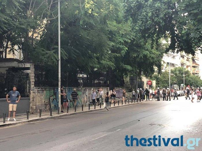 Θεσσαλονίκη: Επεισόδια μεταξύ διαδηλωτών για τη Μακεδονία & αντιεξουσιαστών