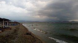 Η καταιγίδα άδειασε τις παραλίες της Χαλκιδικής (φωτό)