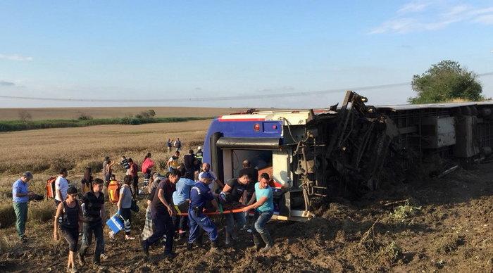 Εκτροχιασμός τρένου στην Τουρκία - Τουλάχιστον δέκα οι νεκροί (βίντεο)