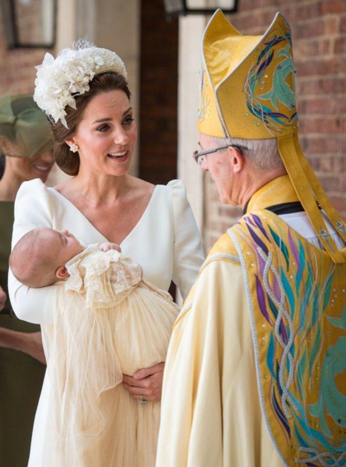 Βασιλική βάπτιση: Οι πρώτες εικόνες από τη βάπτιση του μικρού πρίγκιπα - εικόνα 6