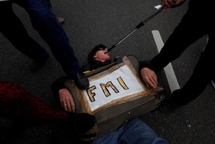 Οργή στην Αργεντινή για την συμφωνία Μάκρι με το ΔΝΤ - εικόνα 5