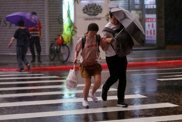 Ο τυφώνας Μαρία απειλεί την Ταϊβάν: Απομακρύνθηκαν 2.000, έκλεισαν σχολεία - εικόνα 2