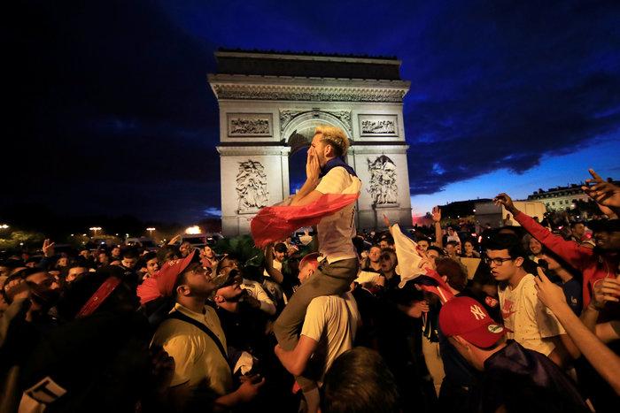 Ξέφρενοι πανηγυρισμοί στη Γαλλία για την πρόκριση στον τελικό - εικόνα 2