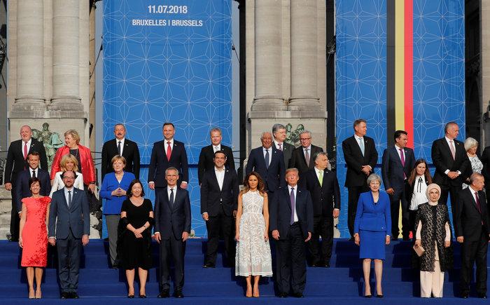 Χαμόγελα, αγκαλιές & φιλιά από τη Μελάνια στη Σύνοδο του ΝΑΤΟ - εικόνα 6