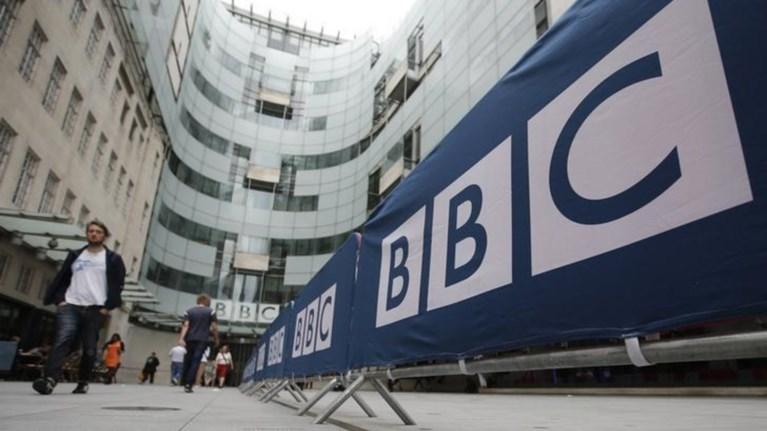 oi-12-upsilotera-ameibomenoi-asteres-tou-bbc-einai-oloi-tous-andres
