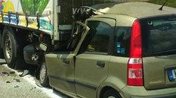 Αυτοκίνητο «καρφώθηκε» κάτω από νταλίκα: Θύμα νεαρή γυναίκα