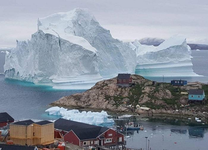 Παγόβουνο στη Γροιλανδία απειλεί μικρό χωριό με τσουνάμι