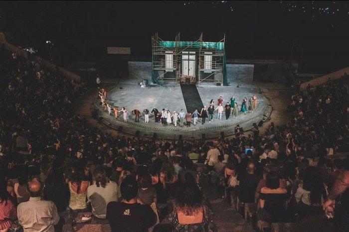 Πάνδημη πρεμιέρα του ... ροκ Ορέστη στο Θέατρο Δάσους από το ΚΘΒΕ