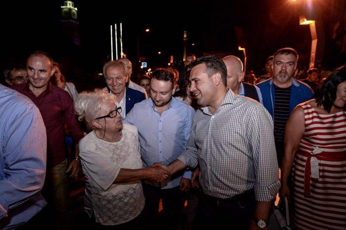Πανηγυρισμοί σε 15 πόλεις της ΠΓΔΜ για τo ΝΑΤΟ [Εικόνες] - εικόνα 4