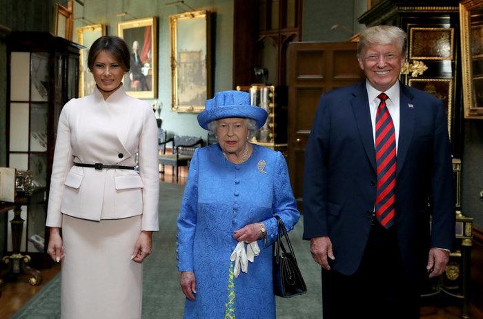 Ο Τραμπ καλοπιάνει τη βασίλισσα μετά το στήσιμο: Είναι όμορφη, πολύ όμορφη - εικόνα 3