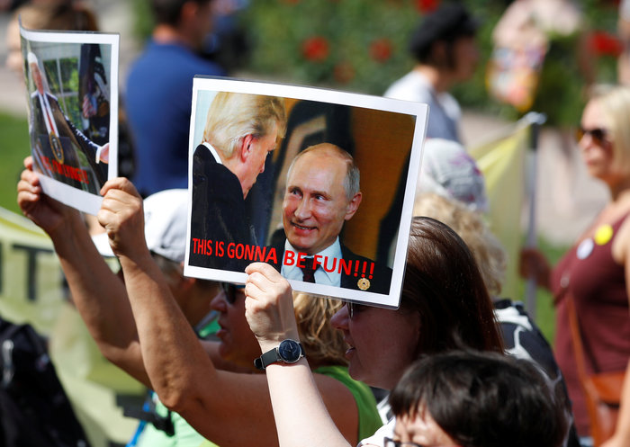 Ελνσίνκι: Μεγάλη διαδήλωση μια ημέρα πριν την ιστορική σύνοδο Τραμπ-Πούτιν