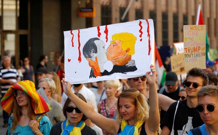 Ελνσίνκι: Μεγάλη διαδήλωση μια ημέρα πριν την ιστορική σύνοδο Τραμπ-Πούτιν - εικόνα 2