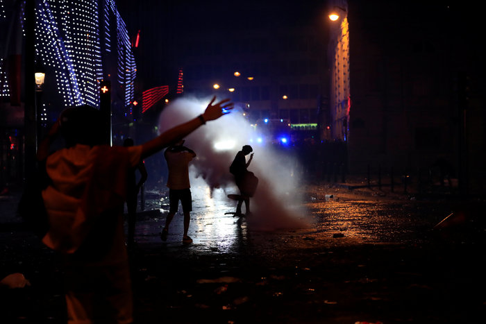 Σοβαρά επεισόδια στη Γαλλία μετά την κατάκτηση του Μουντιάλ (φωτο) - εικόνα 2