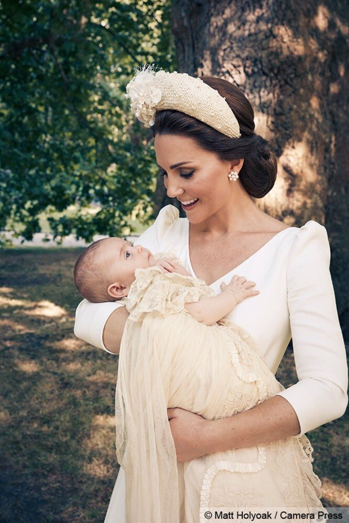 Το βλέμμα της αγάπης: Η Κέιτ με τον γιο της στις επίσημες φωτο της βάπτισης