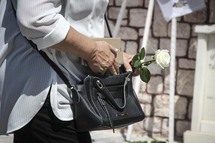Το τελευταίο αντίο στον δημοσιογράφο Μάνο Αντώναρο - εικόνα 2