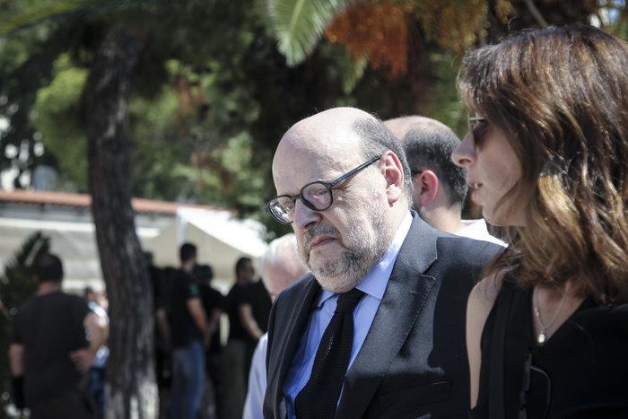 Το τελευταίο αντίο στον δημοσιογράφο Μάνο Αντώναρο - εικόνα 3