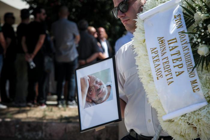 Το τελευταίο αντίο στον δημοσιογράφο Μάνο Αντώναρο - εικόνα 4