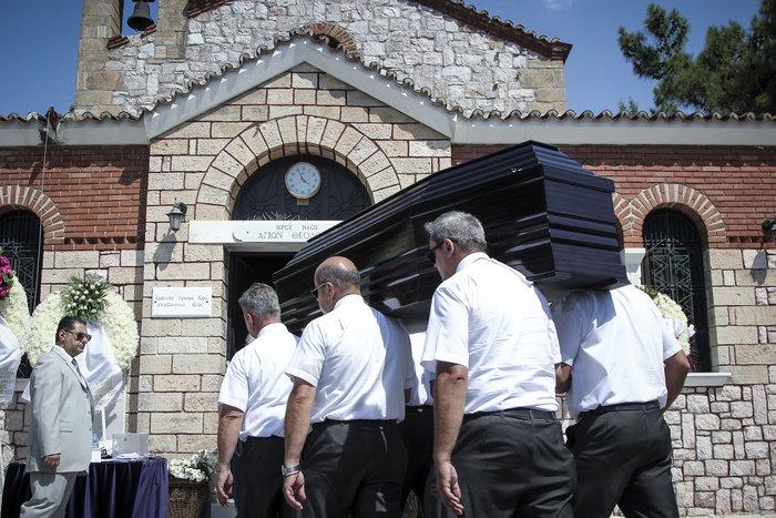Το τελευταίο αντίο στον δημοσιογράφο Μάνο Αντώναρο - εικόνα 5